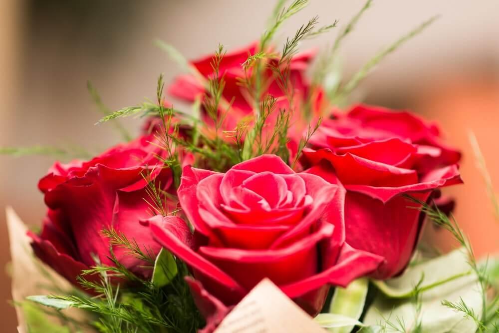 С праздником весны и любви - 8 марта!
